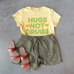 Freeze Yellow Hugs Not Drugs Tee size XL fits M